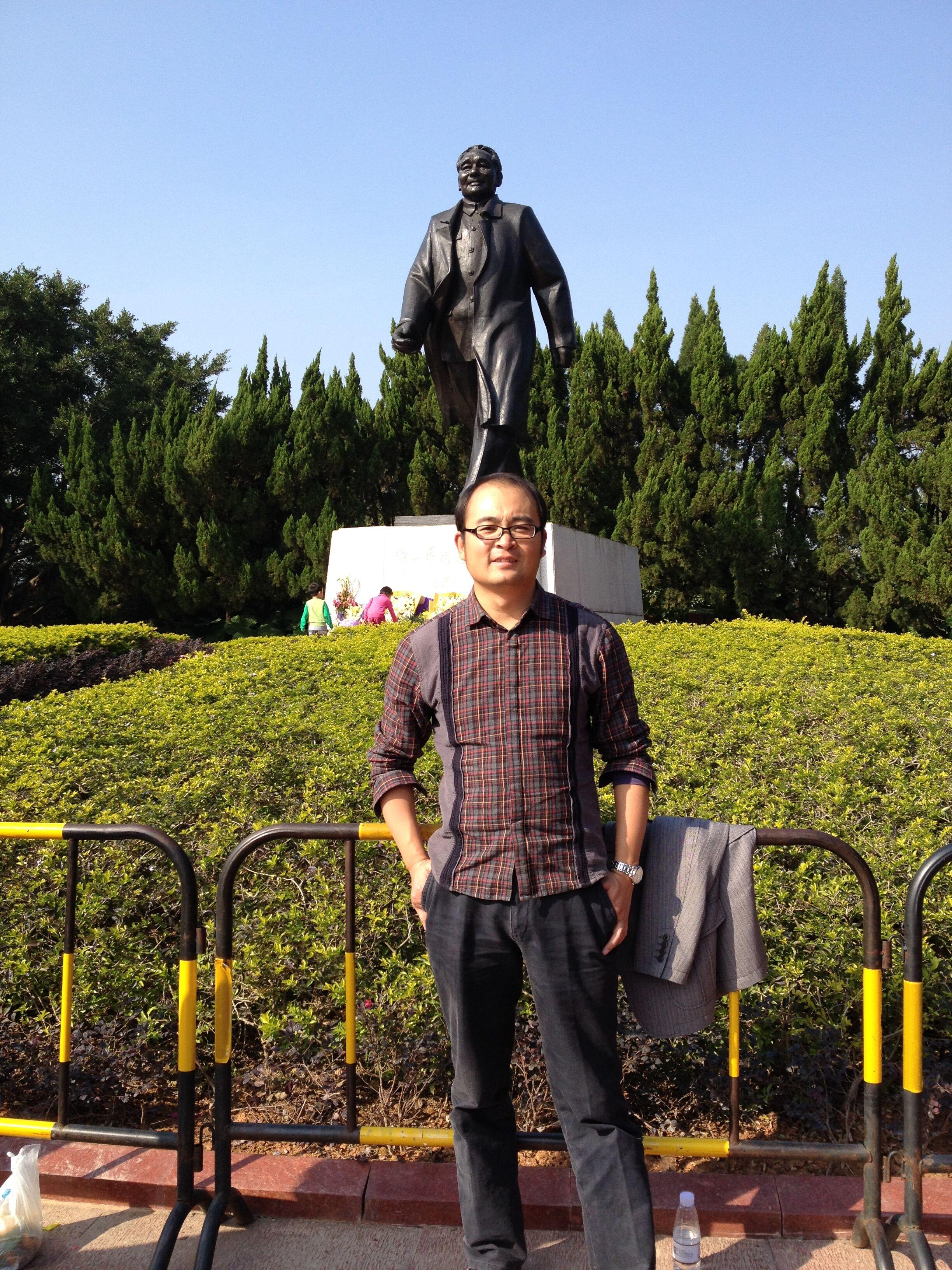 曾就读于青岛农业大学(获管理学学士学位),华中农业大学(获管理学硕士
